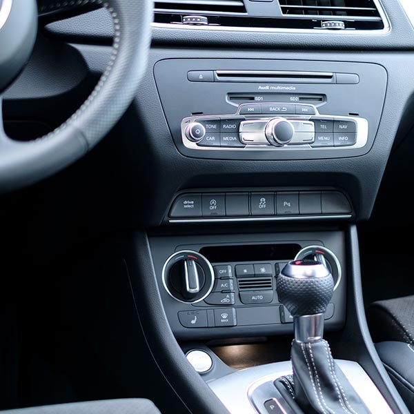Reinigung Auto Armaturenbrett